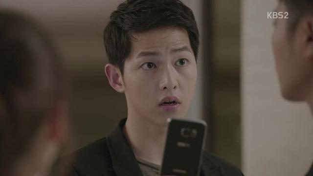 Yoo Shi Jin sử dụng chiếc Galaxy S6 Edge+ màu xanh đen (Ảnh: blog.naver.com)