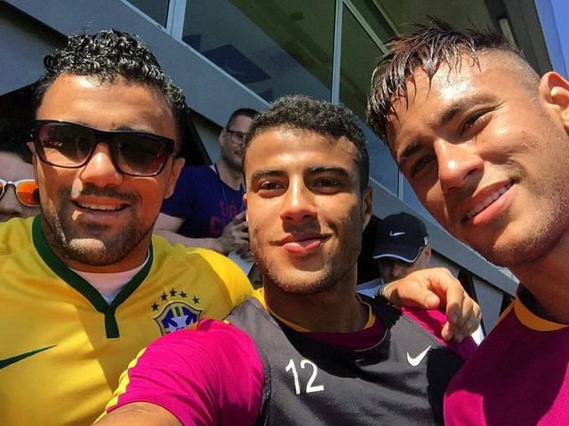 Neymar và Rafinha (hai người bên phải) sẽ là những niềm hi vọng của Brazil