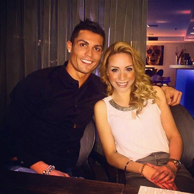 Cách đây không lâu, cô lại khoe hình ăn tối cùng Ronaldo khiến nhiều người tin rằng Ronaldo đã có tình yêu mới