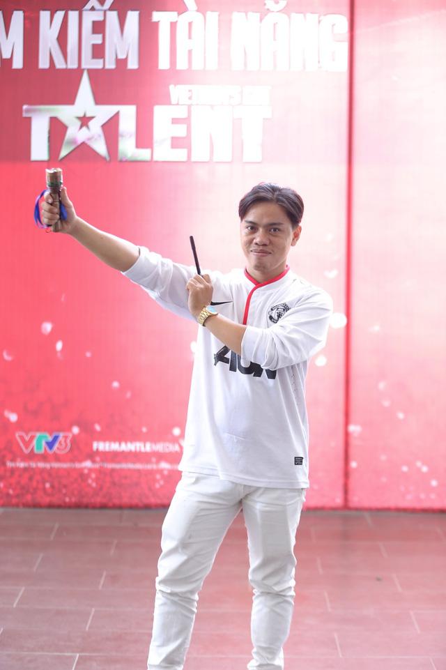 Anh chàng vẽ ánh sáng Nguyễn Ngọc Quang tiết lộ sẽ trình diễn phần thi có tính thời sự được nhiều người quan tâm.
