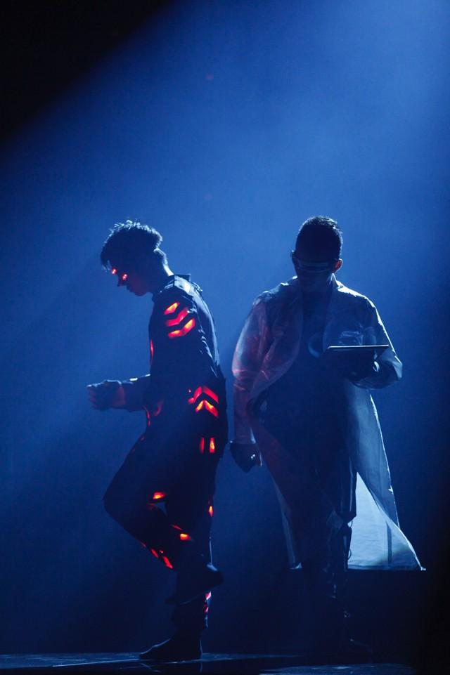 Một hình ảnh đẹp mắt trong phần trình diễn của nhóm 218.