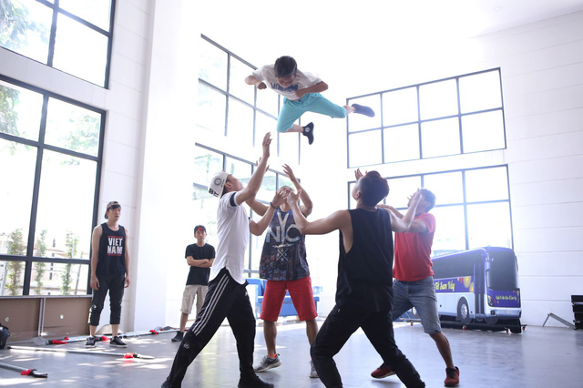 Phần trình diễn của nhóm sẽ có màn tung hứng mạo hiểm.