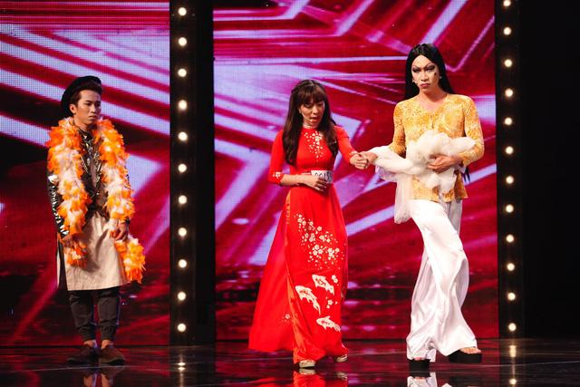 Nhóm Trà Đá cũng đã thuyết phục được giám khảo Huy Tuấn để thoát nguy ở vòng loại sân khấu.