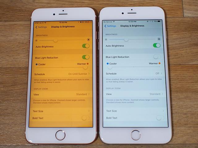 Màn hình iPhone 6S khi kích hoạt chế độ Night Shift (trái) và màn hình iPhone 6S hiển thị bình thường (phải)