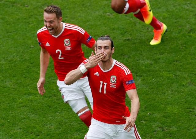 Xứ Wales đang thở bằng phong độ tuyệt vời của Bale.