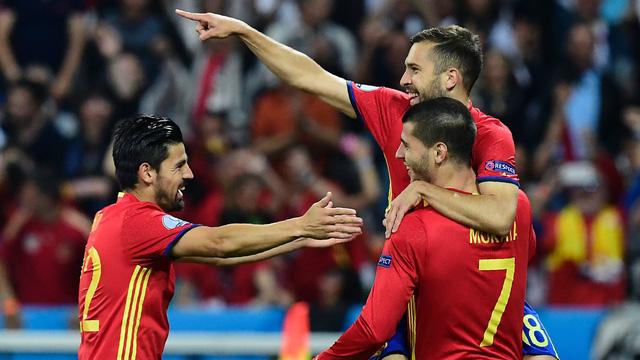 Tây Ban Nha đang thể hiện đúng bản lĩnh của nhà ĐKVĐ EURO. Ảnh: Getty