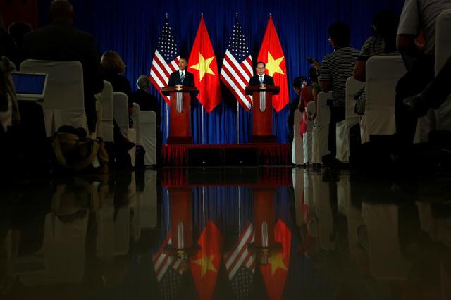 Tổng thống Obama và Chủ tịch nước Trần Đại Quang trong buổi họp báo chung tại Trung tâm Hội nghị Quốc tế.