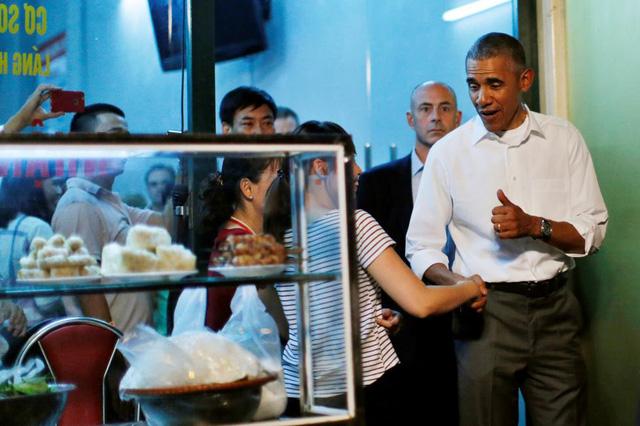 Tổng thống Obama dành nhiều lời khen cho món bún chả Hà Nội.