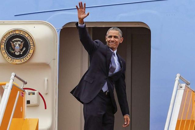 Ngày 25/5, Tổng thống Mỹ Barack Obama vẫy chào tạm biệt tại sân bay Tân Sơn Nhất, kết thúc chuyến thăm Việt Nam và lên đường tới Nhật Bản tham dự Hội nghị thượng đỉnh các nước G7.