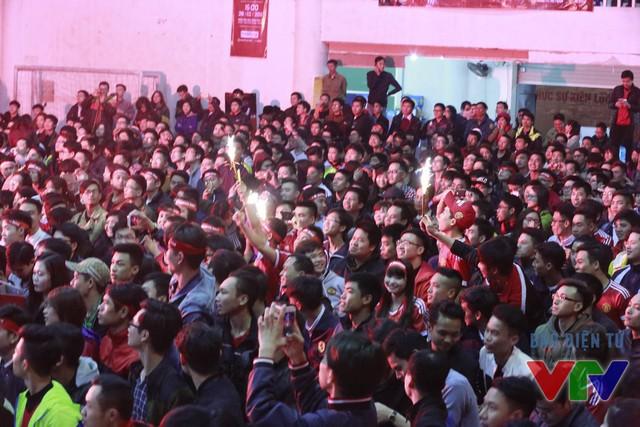 Hàng nghìn fan Quỷ đỏ cảm thấy hết sức sung sướng sau màn trình diễn của đội chủ nhà dù trước trận họ không được đánh giá cao do sứt mẻ lực lượng