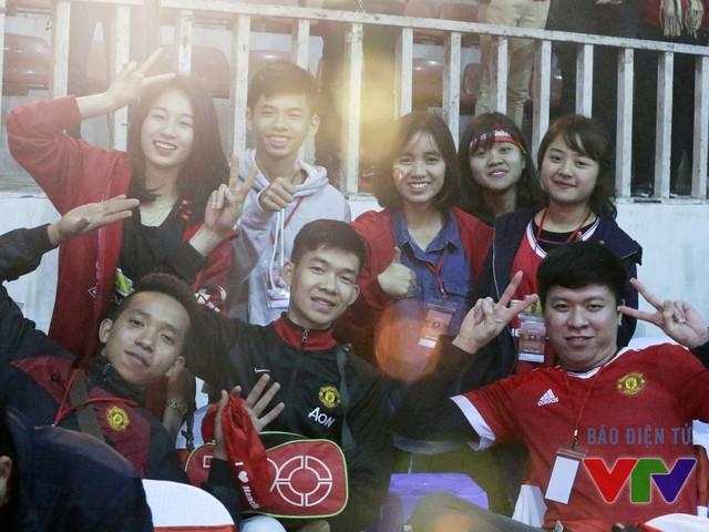 Chiến thắng của Man Utd trước Arsenal đã đem lại cho các CĐV trung thành nụ cười mãn nguyện trong buổi offline đầy ý nghĩa