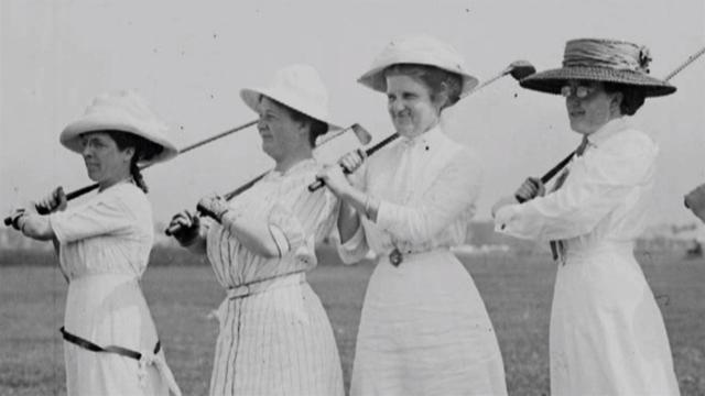Lần đầu tiên các VĐV nữ được tham dự tại một kỳ Olympic là năm 1900.