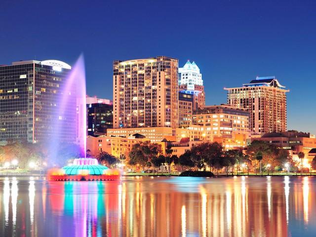 18. Orlando (Florida): Dù chỉ tiết kiệm được 10% chi phí nhưng bạn hãy đặt phòng sớm từ 1 - 4 tháng để có được mức giá này