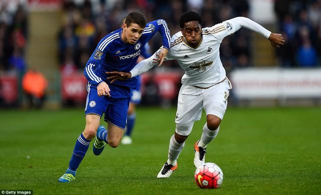 Oscar chơi nỗ lực nhưng không giúp được Chelsea có bàn thắng ở trận này.