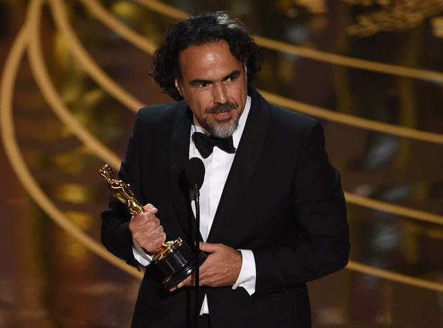 Alejandro González Iñárritu nhận giải Đạo diễn xuất sắc cho The Revenant. (Ảnh: Mark Ralston/AFP/Getty Images)