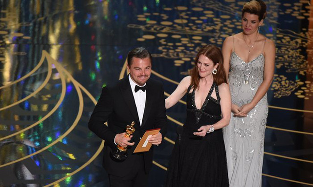 Cuối cùng thì Leonardo DiCaprio đã có tượng vàng. Anh chiến thắng tại hạng mục Nam diễn viên chính xuất sắc. (Ảnh: Mark Ralston/AFP/Getty Images)