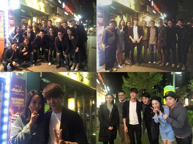 Các diễn viên Hàn Quốc tham gia Tuổi thanh xuân hội ngộ cùng ê-kíp sản xuất phim.