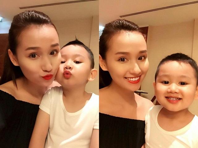 Lã Thanh Huyền chụp ảnh tạo dáng ngộ nghĩnh cùng con trai.
