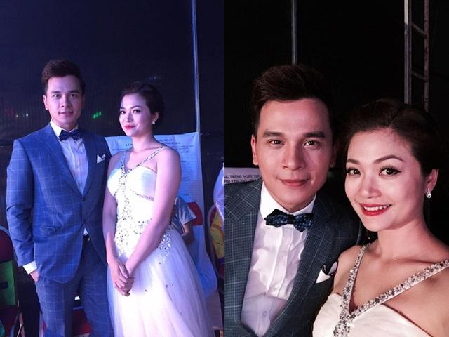 Diễn viên Kiều Anh chụp ảnh cùng MC, diễn viên Danh Tùng trong chương trình Lễ hội Hoa Phượng Đỏ - Hải Phòng 2016.
