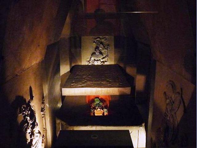 Mô hình tái thiết ngôi mộ Pakal ở Bảo tàng Museo Nacional de Antropologia. Ảnh: Ancient.