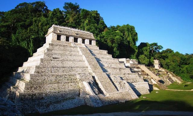 Ngôi đền tại địa điểm khảo cổ Palenque, ở bang Chiapas, nơi mà các nhà khoa học tìm thấy một mạng lưới kênh rạch nước ngầm có niên đại từ thế kỷ VII. Ảnh: Getty Images