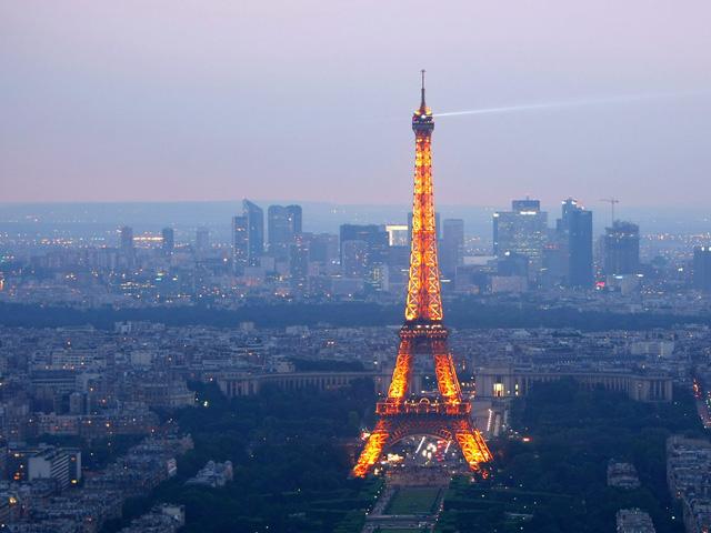 Paris, Pháp.
