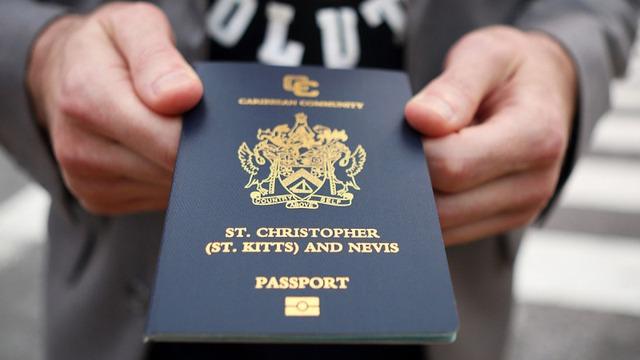 Hộ chiếu quốc đảo Saint Kitts. Ảnh: Bloomberg