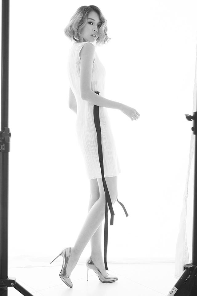 Phí Phương Anh nổi bật trong đội với mái tóc ngắn cá tính và tạo hình của một cô gái mạnh mẽ, sành điệu. Cô từng làm mẫu ảnh cho nhiều tạp chí và thương hiệu thời trang.