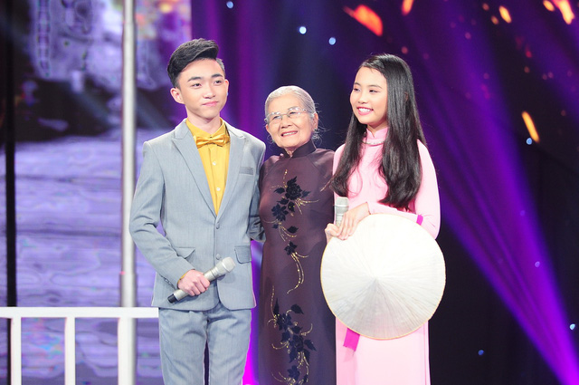Đứng trên sân khấu của Thần tượng Bolero, Mỹ Chi và Trung Quang được ví như một cặp đôi mới của dòng Bolero trong tương lai.