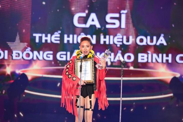 Nữ ca sĩ nhận luôn giải Ca sĩ thể hiện hiệu quả