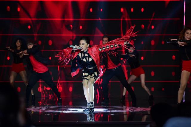 Tóc Tiên thể hiện ca khúc giúp cô nhận cú đúp giải thưởng