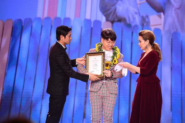 Giải MV Đồng thuộc về MV Giấu mặt của Đức Phúc ( đạo diễn Gin Trần)