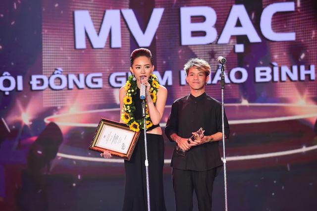Tóc Tiên ẵm giải MV Bạc cùng đạo diễn Khương Vũ