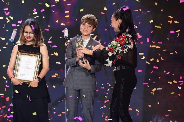 Vũ Cát Tường nhận giải MV Vàng - giải thưởng cao nhất của VTV Bài hát tôi yêu.