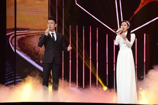 Cặp đôi Phúc Lâm – Trần Hằng trình diễn liên khúc Chờ người – Em đi rồi.