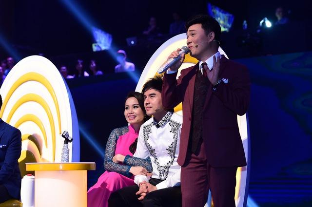HLV Quang Linh song ca với thí sinh