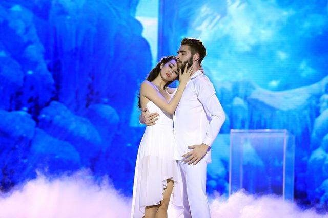 Khánh My được đặc biệt đánh giá cao với phần trình diễn trong đêm thi mở màn