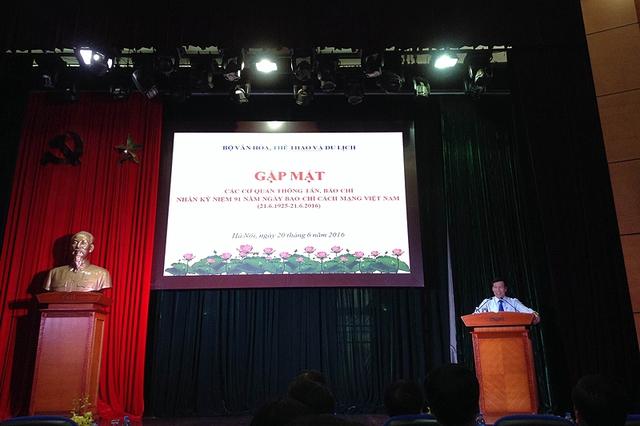 Bộ trưởng Bộ VH-TT&DL Nguyễn Ngọc Thiện phát biểu trong buổi gặp gỡ báo chí sáng nay (20/6).