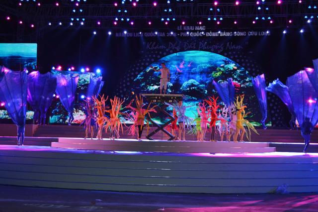 Sân khấu chính của lễ khai mạc Năm Du lịch quốc gia 2016 (Ảnh: Dân trí)