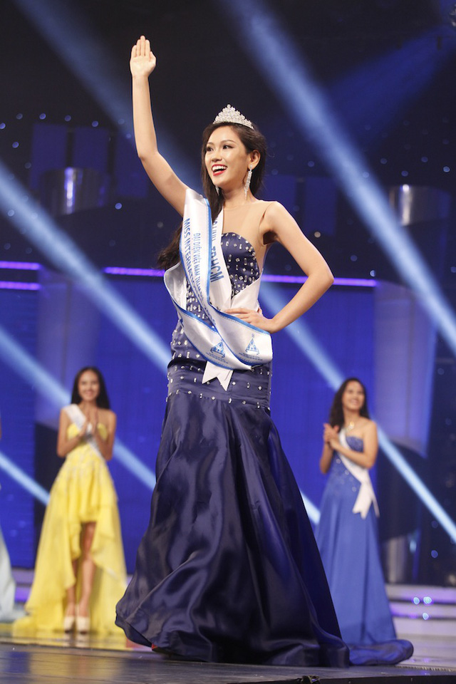 Giải Á khôi 2 thuộc về thí sinh Phương Linh.