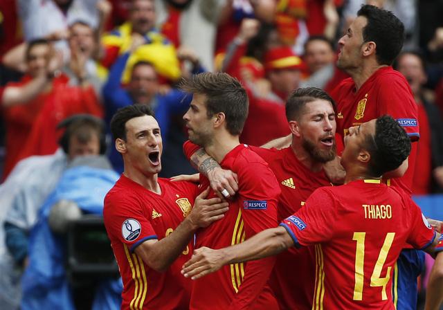 Tây Ban Nha vẫn đang băng băng trên hành trình bảo vệ ngôi vô địch EURO. Ảnh: Getty