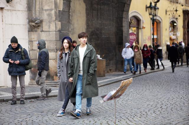YoonA và Lý Dịch Phong trong một MV ca nhạc.