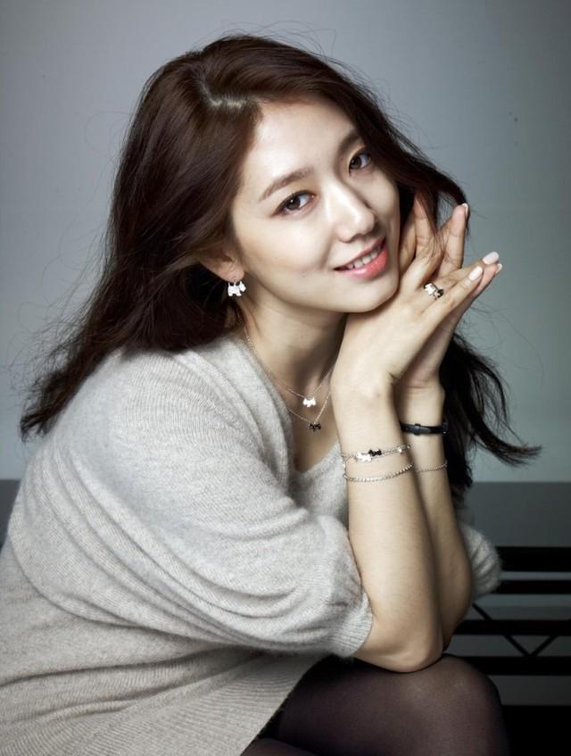 Năm 2014, Park Shin Hye có những thay đổi rõ rệt về ngoại hình: cô trưởng thành và đằm thắm hơn