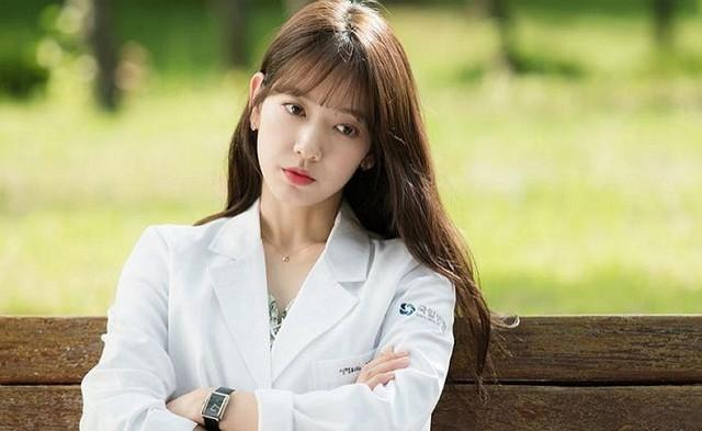 Nhiều nguồn tin cho rằng cô đã giảm cân ác liệt để tham gia bộ phim Doctors đóng cặp cùng tài tử Kim Rae Won