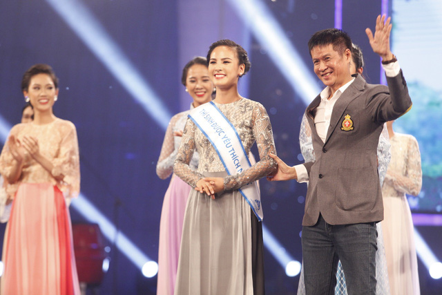 Quỳnh Nga nhận giải Thí sinh được yêu thích nhất