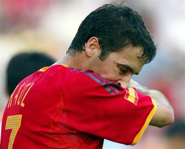Raul Gonzalez tiếc nuối sau khi bỏ lỡ quả 11m cuối trận