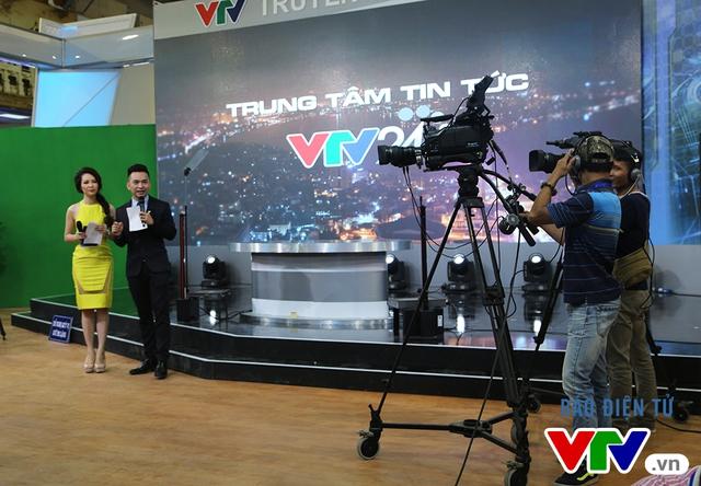 Đặc biệt, ở gian hàng của VTV, MC Hạnh Phúc và MC Thụy Vân đã cung cấp cho khán giả nhiều thông tin thú vị.