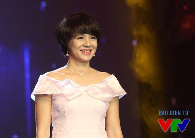 Đồng hành cùng BTV Anh Tuấn là người bạn thân thiết - BTV Diễm Quỳnh. Cô cũng là gương mặt dẫn dắt cùng thời với BTV Anh Tuấn qua chương trình MTV - Bài hát yêu thích.