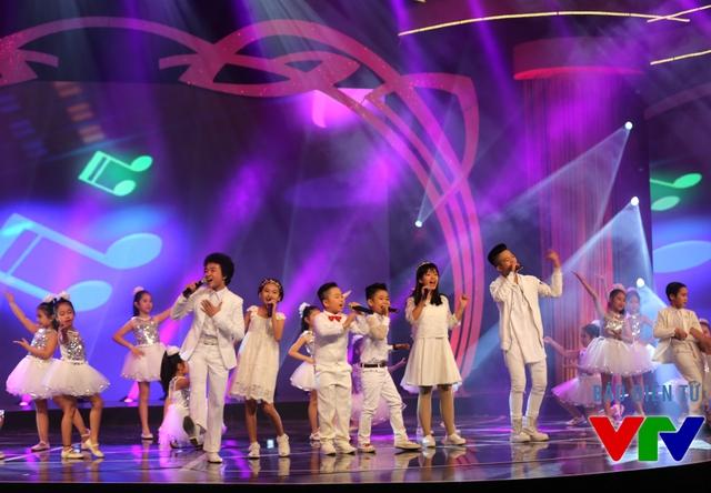 Chương trình còn có sự xuất hiện của những gương mặt nhỏ tuổi được khán giả yêu mến. Đó là những thí sinh từng tham gia Giọng hát Việt nhí và Gương mặt thân quen nhí như Hoàng Anh, Quang Anh, Hồng Khanh, Bảo An.