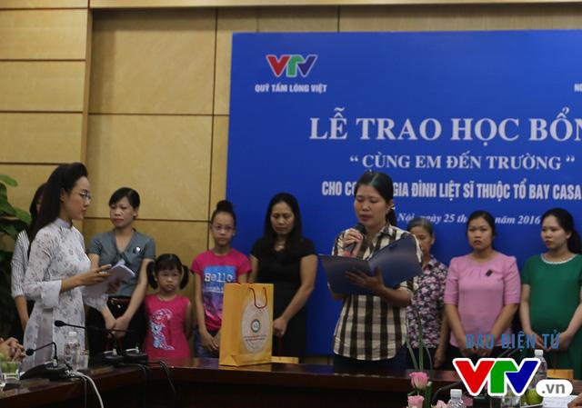 Trao tặng học bổng cho con của các liệt sĩ thuộc tổ bay CASA 212 - Ảnh 2.